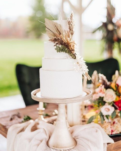 Queenly White Wedding Cake