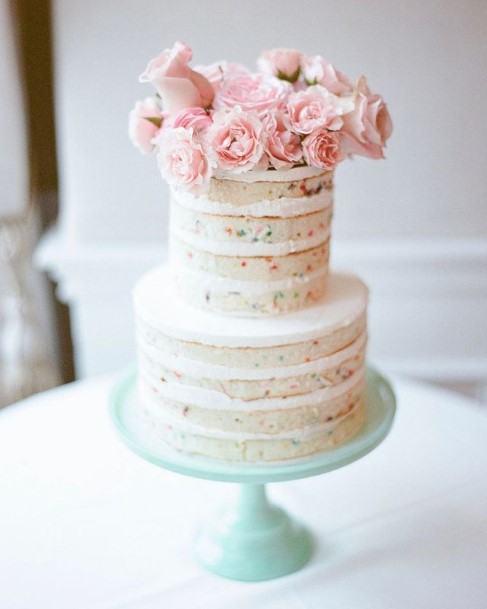 Realistic Roses Decorated Beautiful Wedding Cake