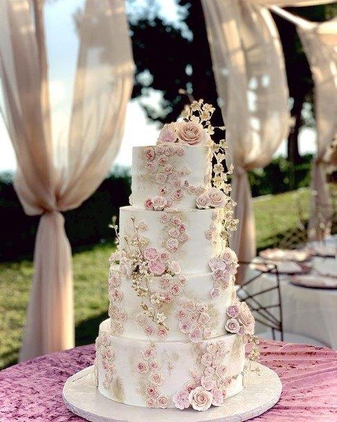 Rose Creepers On White Beautiful Wedding Cakes