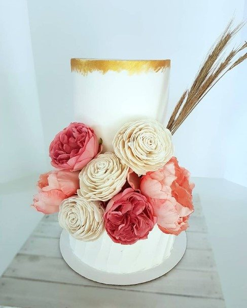 Rose Decorated Country Wedding Cake Design