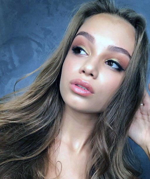 Rose Gold And Brown Eyeshadow Ideas For Women