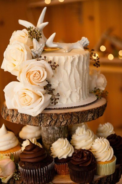 Roses On Country Wedding Cakes