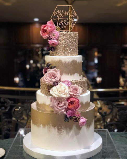 Roses On Golden White Wedding Cake