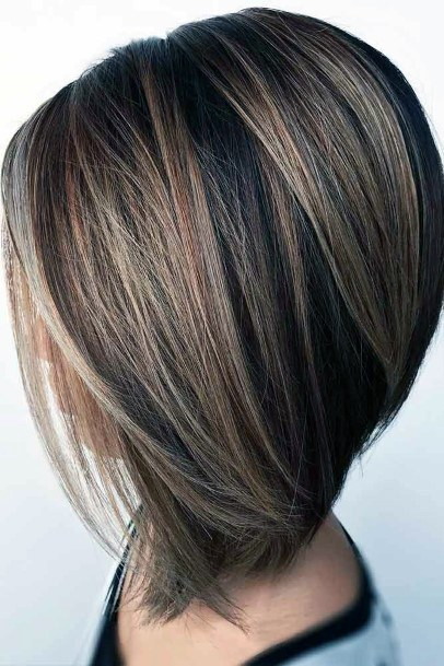 Sexy And Glossy Straight Layered Bob Hairstyle For Trendy Women