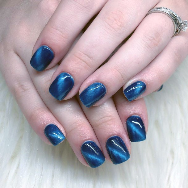 Shiny Blue Cat Eye Nails