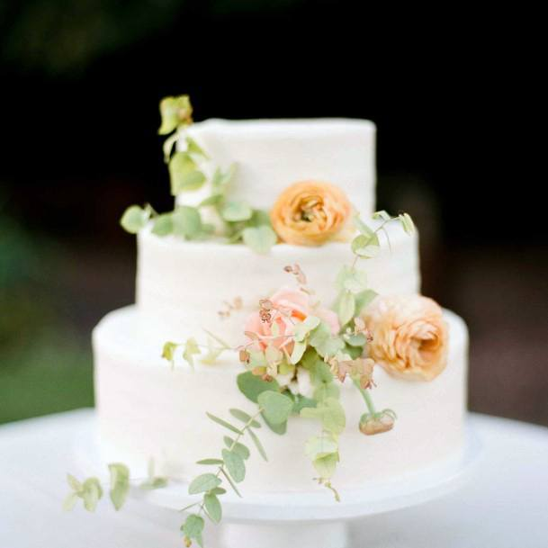 Simple Wedding Cake With June Wedding Flowers