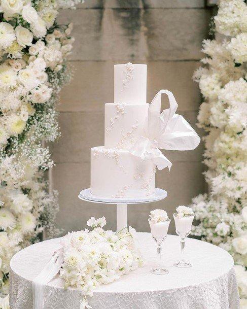 Snow White Beautiful Wedding Cake