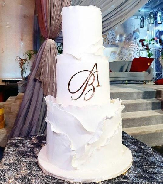Snow White Creamy 3 Tiered Wedding Cake Women
