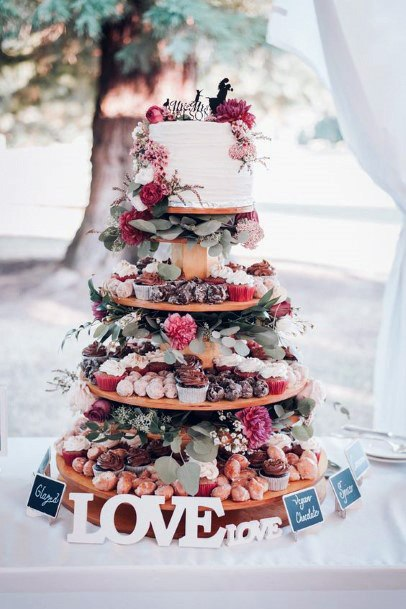 Sophisticated Layering Womens Wedding Cake Stand