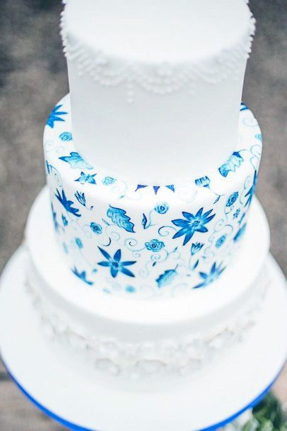Sparkling Blue Stars On White Wedding Cake