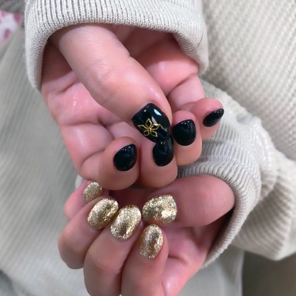 Sparkly Gold And Black Colored Nails