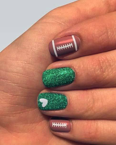 Sparkly Green Accent Sport Nails For Women