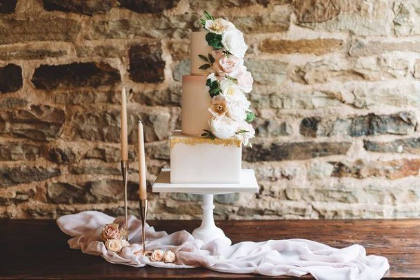 Square And Round Beautiful Wedding Cakes