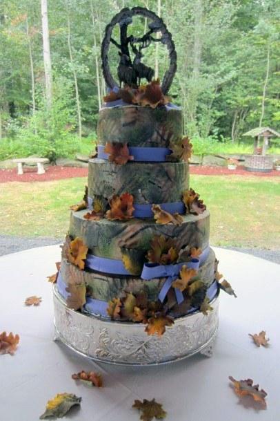 Stunning Camo Cake Wedding