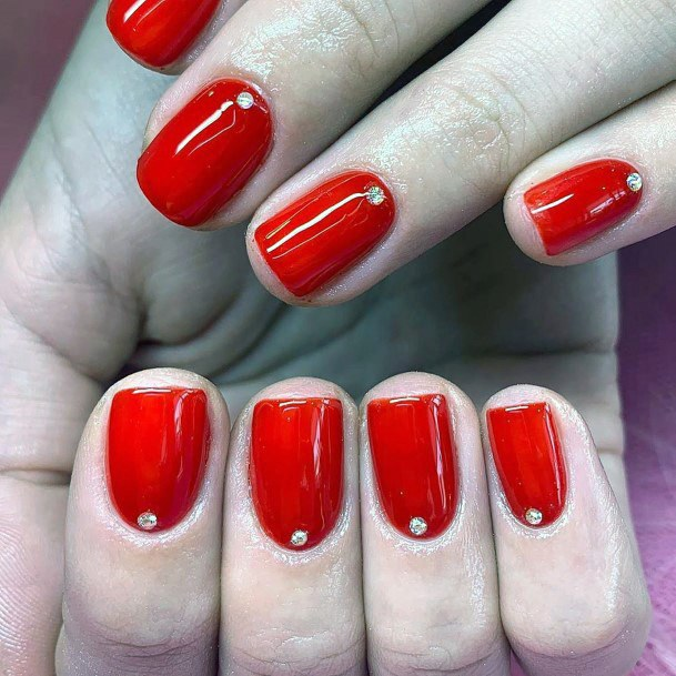 Sweet And Short Bright Red Nails With Single Crystal For Women