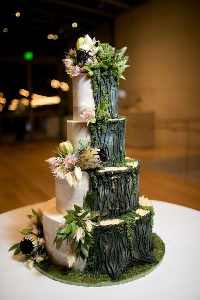 Two Colored Country Wedding Cakes
