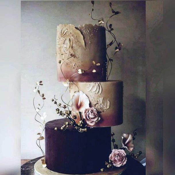 Unique Setup Wedding Cake