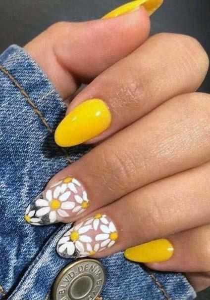 White Petalled Daisies And Bright Yellow Nails For Women