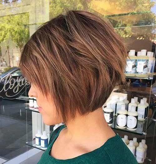 Women Short Bob With Airy Cinnamon Highlights And Cocoa Base
