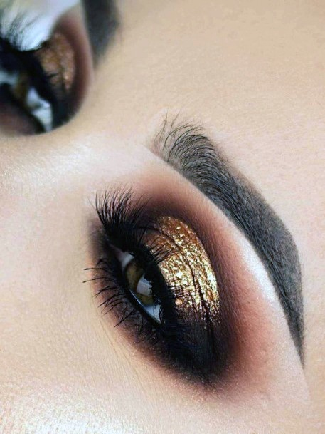 Women Sparkling Gold And Brown Eyeshadow