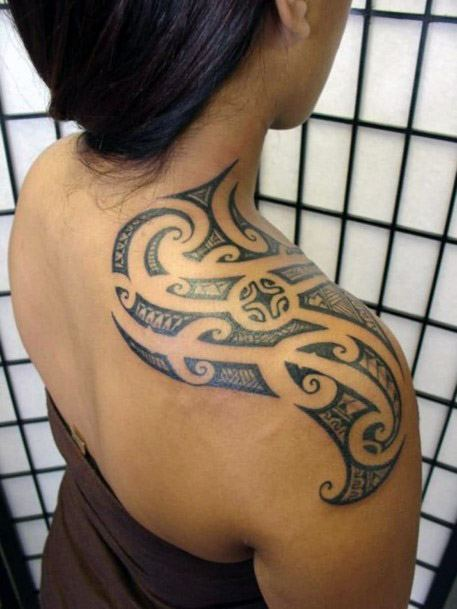 Womens Discerning Tribal Tattoo On Shoulder