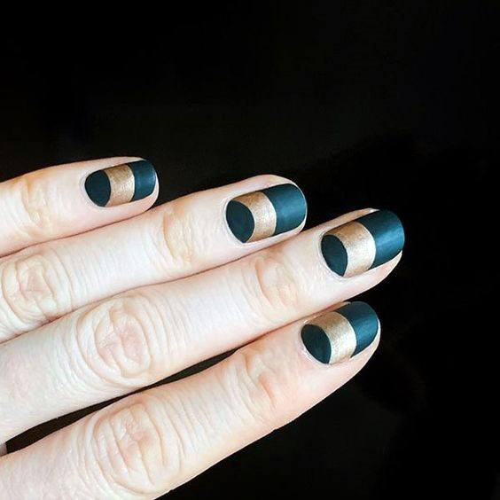Womens Green Nails With Golden Ring Band
