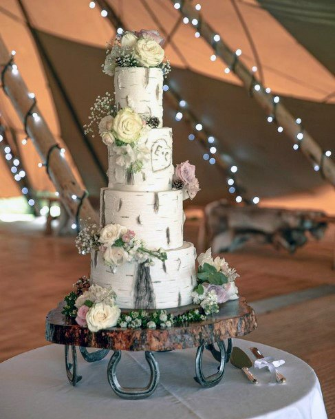 Womens Horse Shoe Base Wedding Cake Stand