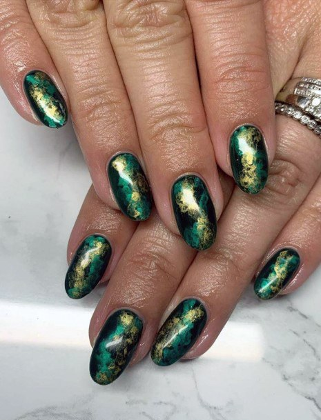 Womens Shiny Gold On Green Nails
