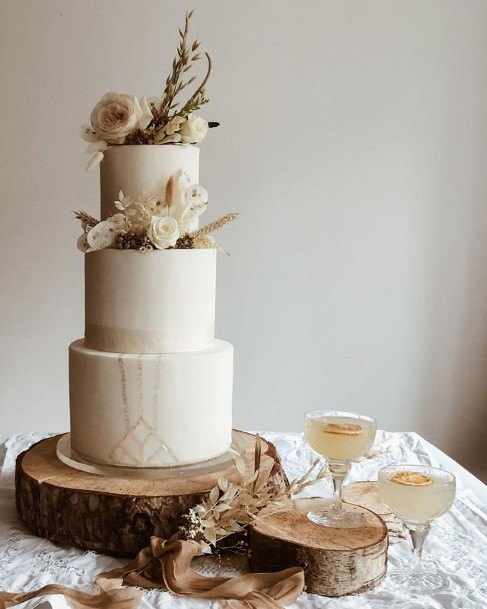 Wooden Design Beautiful Wedding Cake